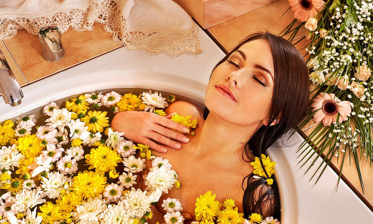Medical and cosmetic baths with medicinal plants