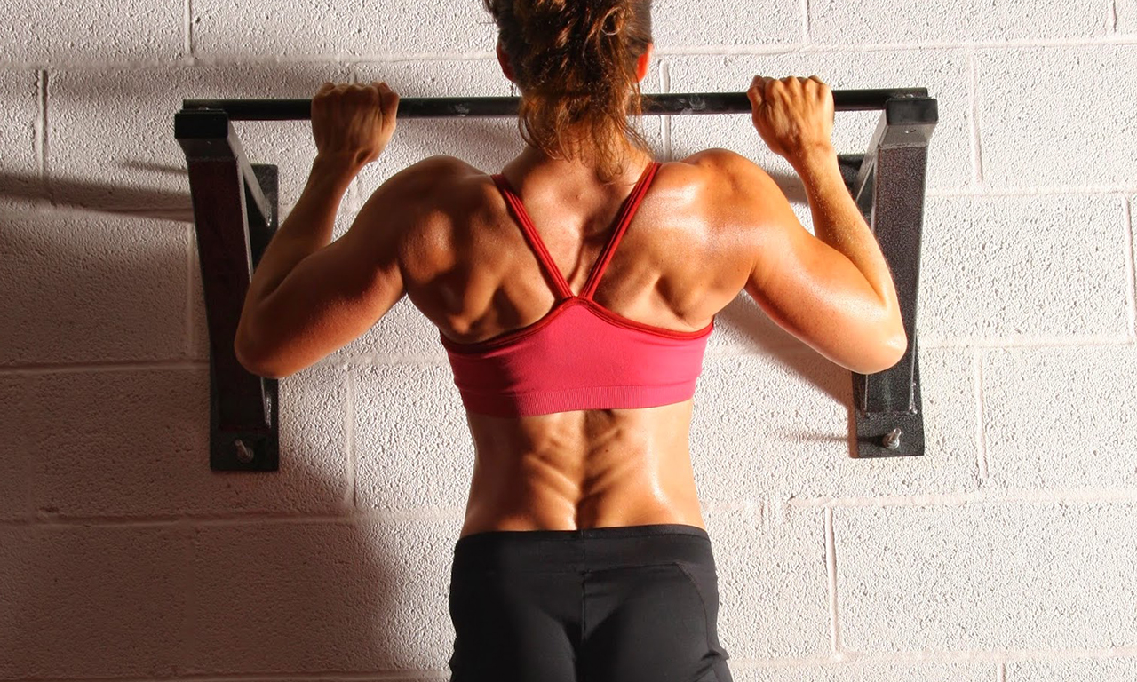 Pull-ups on the horizontal bar strengthen the back muscles
